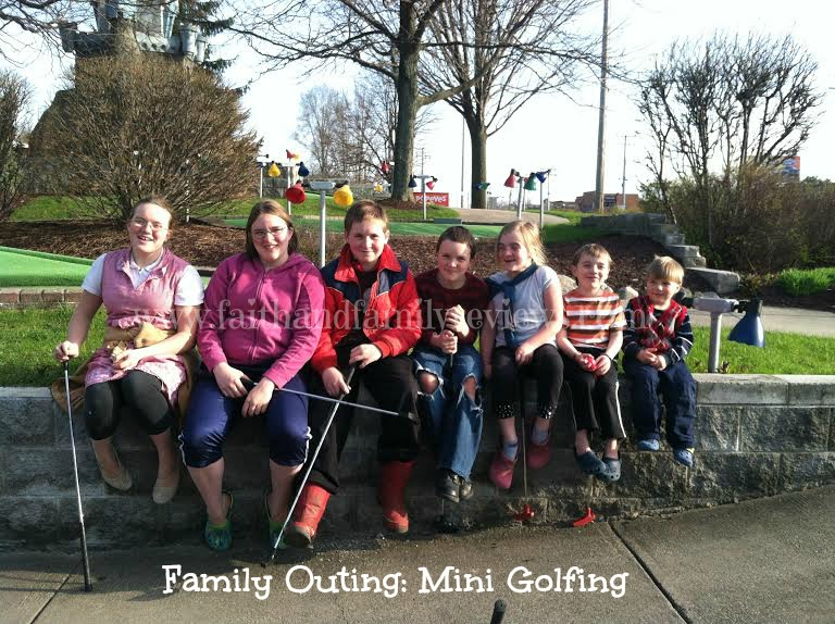 FFR Gould Children Mini Golfing